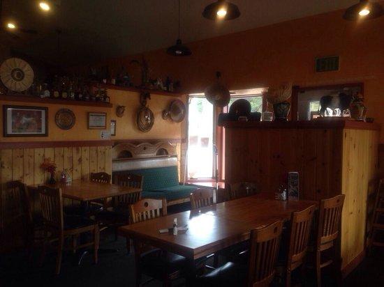 EL Caporal   Sunriver: Dining Room