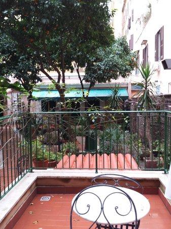 Astoria Garden: Blick auf Balkon/Terrasse
