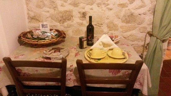 Agriturismo Colle Cesoni: Tavolo della cucina