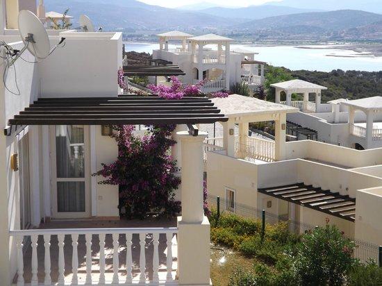 Flamingo Resort: View off balcony down to Tusla Lake