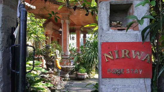 Nirwa Ubud Homestay: Back side sign of Nirwa