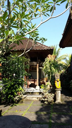 Nirwa Ubud Homestay : Nirwa grounds (2nd level)