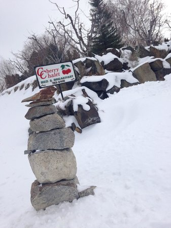Cherry Chalet: Sign from road