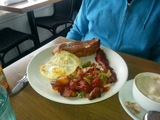 Brockton Villa Restaurant: Famous Coast Toast Combo breakfast