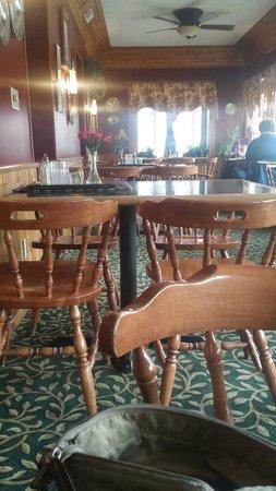 Alpine Inn: Simple decor