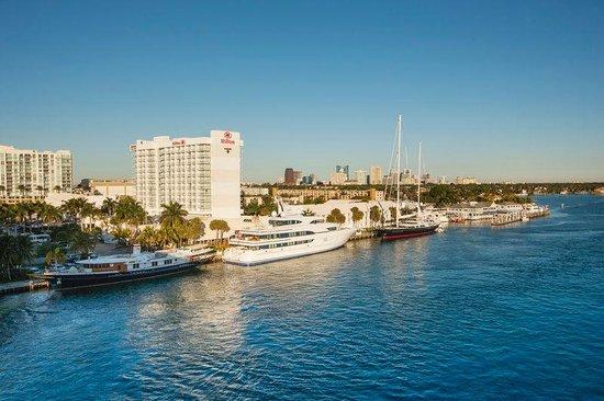 Hilton Fort Lauderdale Marina: Exterior Daytime