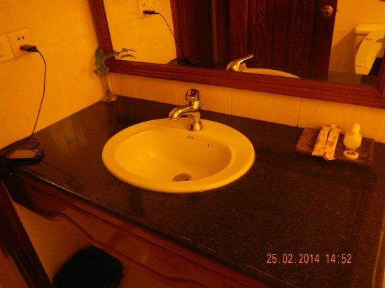 Monica Angkor Hotel: Ванная комната