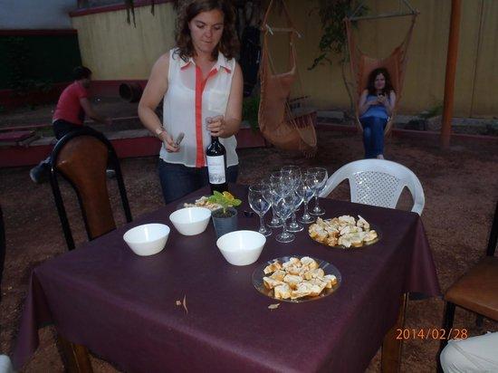 Punto Urbano Hostel: Wine Tasting