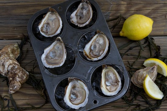 Liv's Oyster Bar & Restaurant : Oysters