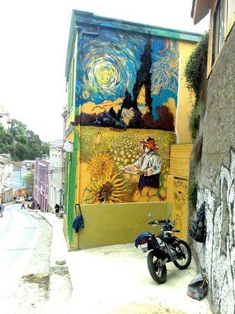 Hostal Girasoles : Nuestro mural De Van Gogh hecho por Teo
