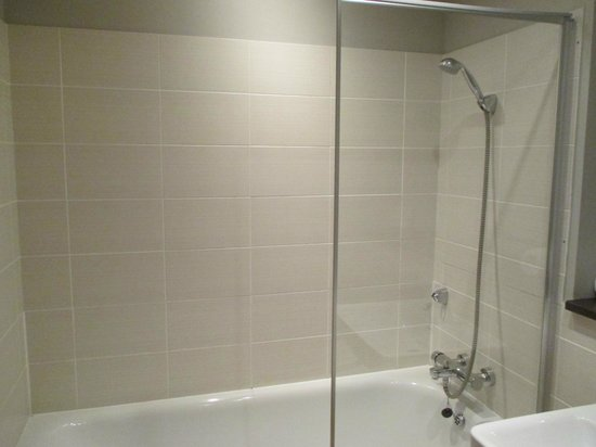 Glasgow Central Apartments: Bathroom 1