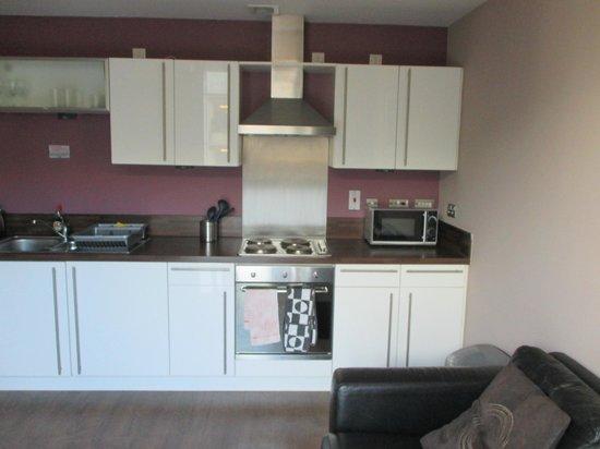 Glasgow Central Apartments: Kitchen
