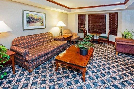 Staybridge Suites Grand Rapids/Kentwood: Guest Lounge at the Staybridge Suites Grand Rapids MI
