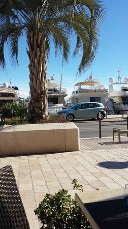 HOTEL LE CANBERRA : Sea Front Yachts