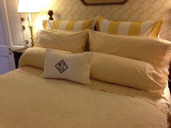 Sherburne Inn Nantucket: Updating Bed Linens