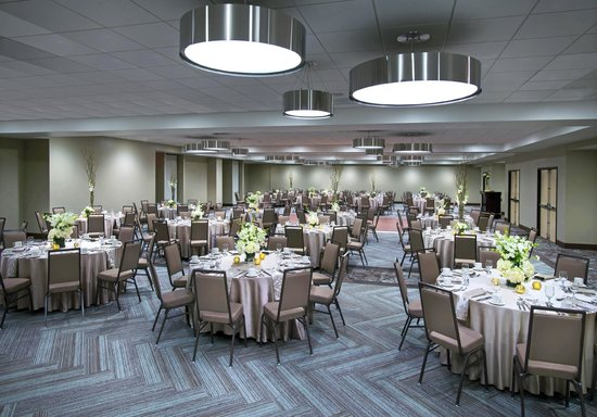 Four Points by Sheraton Charleston : Seated Meal With Dance Floor
