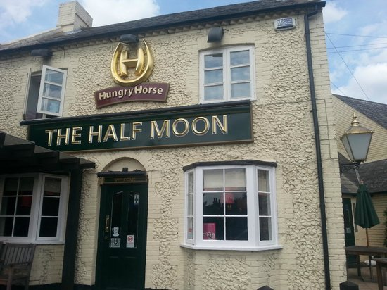 The Hungry Horse - Half Moon: Front of The Half Moon