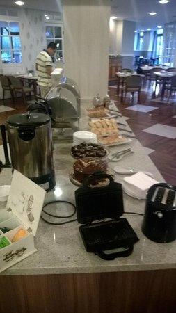 Swan Tower Porto Alegre: Mesa do café da manhã parte 2
