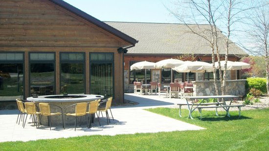 Spring Brook : Outdoor dining at the resort clubhouse