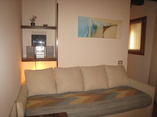 Ca' Pozzo Inn : Salon de la Chambre