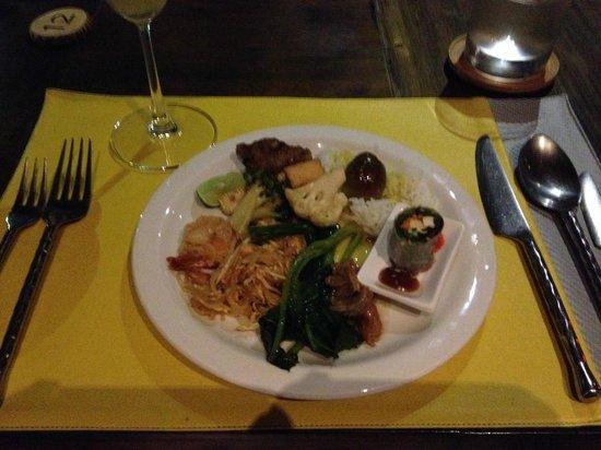 Melati Beach Resort & Spa : タイ料理  ホテルにて