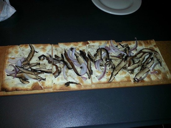 101 Ocean : Pitiful option when asked if they could make a flatbread vegan.