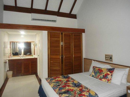Irotama Resort: closet