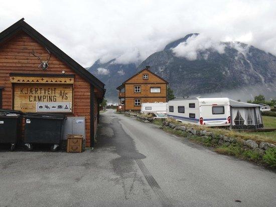 Kjaertveit Camping: жили в домике справа