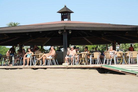 Miracle Resort Hotel: Бар на пляже