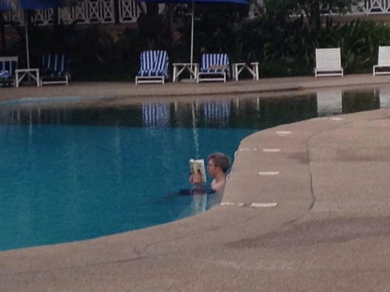 Labadi Beach Hotel: Apologies if this guy ever sees this. But I think this pic says a thousand words about Labadi Be