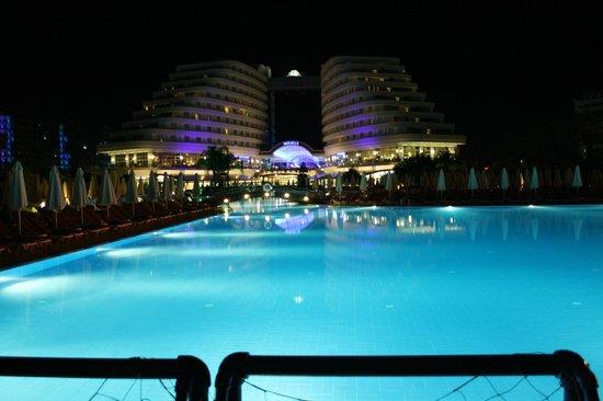 Miracle Resort Hotel: Вид вечером
