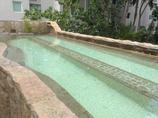 Acacia Boutique Hotel: Huge hot tub