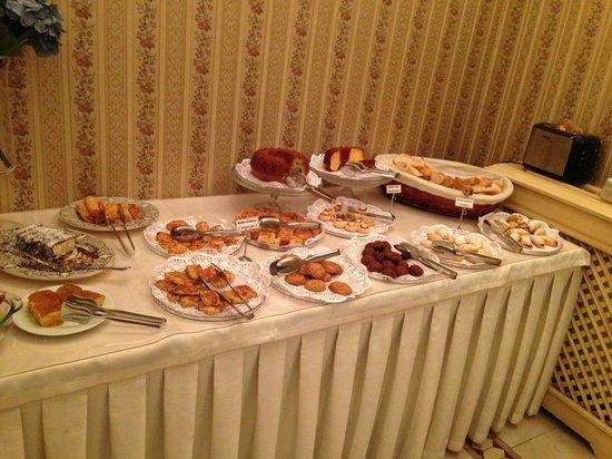 Hotel Darussaade Istanbul: delicious breakfast!