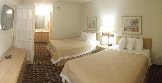 Days Inn by Wyndham Hilton Head: Suite