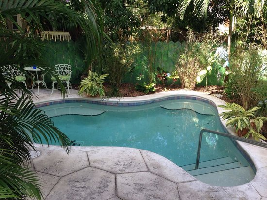 Ambrosia Key West Tropical Lodging: Hot tub