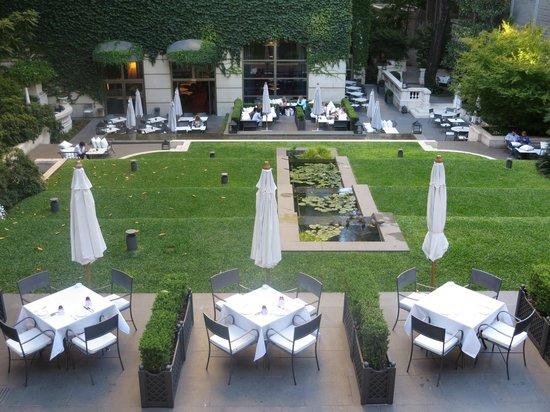 Palacio Duhau - Park Hyatt Buenos Aires: Beautiful garden