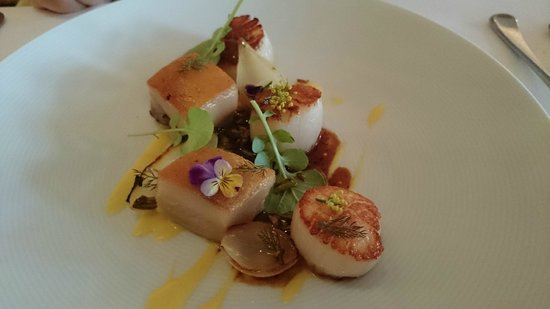 est.: Grilled scallops, pork jowl, corn puree, charred onion & black garlic jus