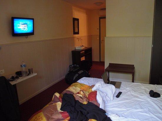 L'Hostellerie des Pins : Notre chambre dans l'hôtel en rez de jardin