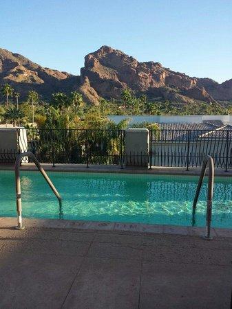 Omni Scottsdale Resort & Spa at Montelucia: Joya spa Terrace overlooking Camelback mountain
