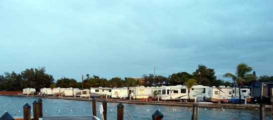 Jolly Roger RV Resort: Across the piers and boat docks to the protected swim area.