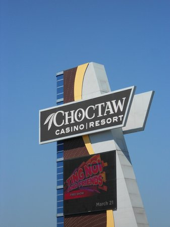 Choctaw Casino Resort: Sign in front of casino