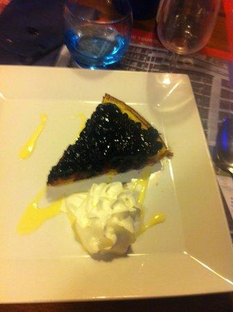 Le Perdrix Noire: tarte aux myrtilles accompagnée de sa chantilly