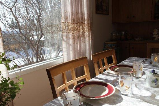 Linda's Inn B&B: Dining Room