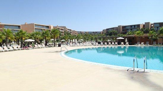 Salgados Vila das Lagoas Apartments : One Of The 31 Swimming Pools