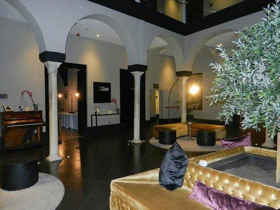 Eurostars Sevilla Boutique : Innenhalle
