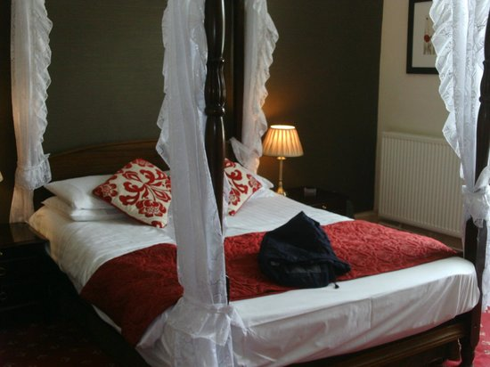 "Killin Hotel: gorgeous room, the ""lochay"" room"