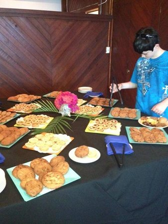 The Palms at Pelican Cove: dessert spread at Caribbean night buffet
