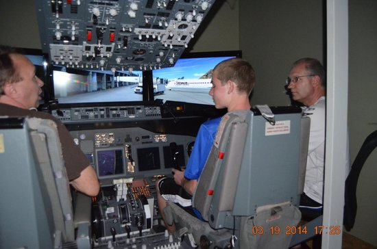 SimCenter: Flying the 737