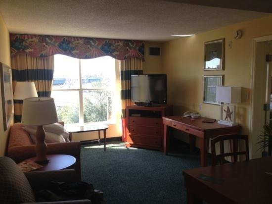 Homewood Suites by Hilton Orlando-Nearest to Univ Studios: lounge with sofa bed