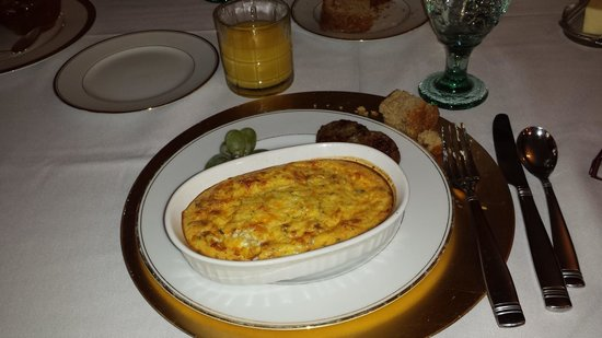Faunbrook Bed & Breakfast: Quiche made with egg, cheese and potatoes and believe me it was like heaven in a bowl. Oh yeah a
